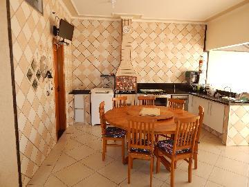 Alugar Casa / Padrão em Cajuru. apenas R$ 370.000,00