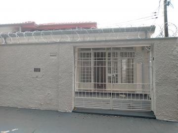 Casa / Padrão em Ribeirão Preto Alugar por R$2.200,00