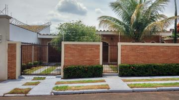 Casa / Padrão em Ribeirão Preto Alugar por R$2.900,00