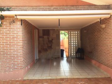 Casa / Padrão em Ribeirão Preto Alugar por R$2.100,00