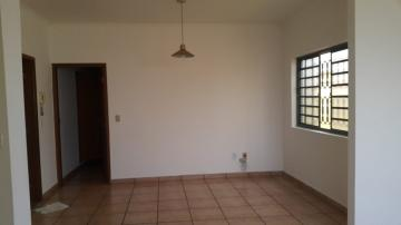 Casa / Padrão em Ribeirão Preto Alugar por R$2.300,00