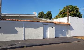 Casa / Padrão em Ribeirão Preto Alugar por R$1.500,00